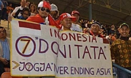 Warga Indonesia di Qatar Bentangkan Poster Dukung Doni Tata