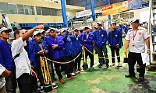 Mahasiswa UNY Kunjungi Fasilitas Produksi Federal Oil