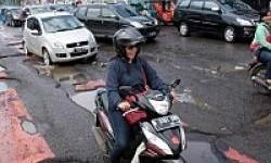 Hantam Jalan Rusak, Bisa Cidera Tulang Serius