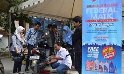 Journalism Clinic Federal Matic Bagi dan Ganti Oli Gratis di UGM