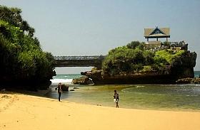 Pantai Bertebing yang Mempesona di Selatan Jogja