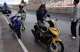 Rossi dan Lorenzo Jajal Generasi Penerus Yamaha Jupiter MX