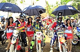 Spesial Trail Adventure Bali, Federal Racing Akrab Dengan Motor Trail