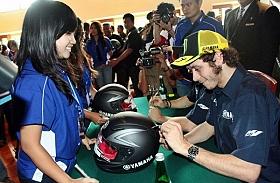 Valentino Rossi Mampir Ke Bali, Sapa Penggemar Spesial