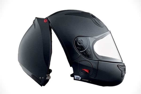 Helm Ini Dipakai Dengan Cara 'Membelahnya'