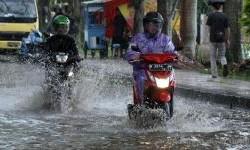 Terjang Hujan dan Banjir, Ikuti Panduannya Disini
