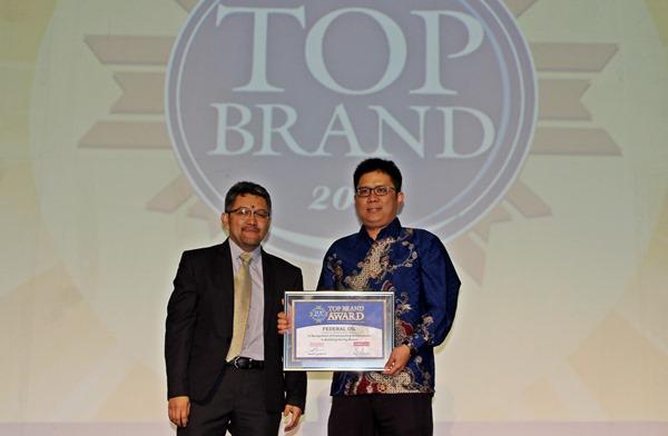 Konsisten Tingkatkan Kualitas dan Pelayanan Pada Konsumen, Federal Oil Raih Top Brand Award 2017