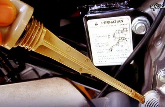 Kegunaan Dipstick Oli Pada Mesin Motor