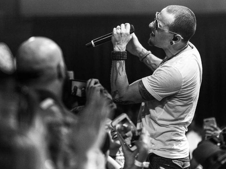 Vokalis Linkin Park, Chester Bennington Ditemukan Tewas di Rumahnya