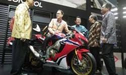GIIAS 2017 : Moge Honda Terbaru Ini Harganya Setengah Milyar Lebih, Cool!