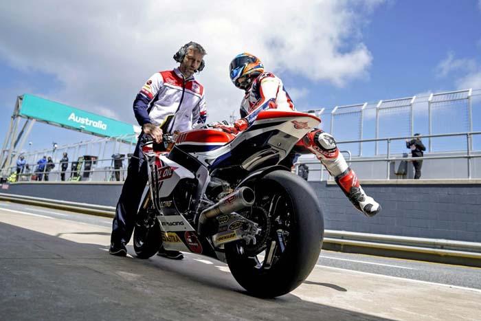 Meski Kurang Nyaman dengan Motor, Navarro Berhasil Perbaiki Posisi