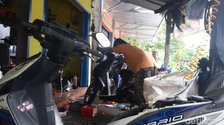 Setelah Motor Terendam Banjir, Gunakan Pelumas yang Punya Spesifikasi Seperti Ini