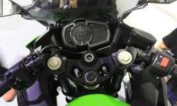 Turing Jauh Gak Masalah, Motor Sport Kawasaki Ini Punya Fitur Cas Hape