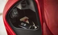 Mau Pasang Soket Charger di Motor? Pelajari Dahulu Resikonya