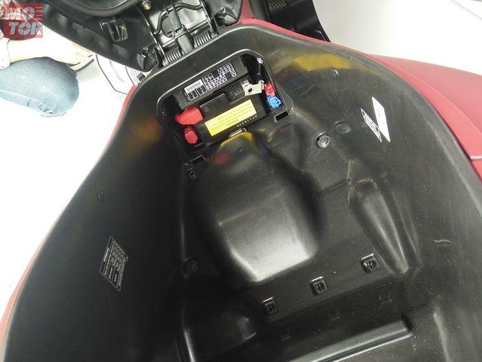 Mau Tahu Posisi Unik Letak Aki Honda All-new PCX 150?