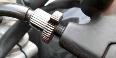Begini Cara Menyetel Tuas Kopling Sepeda Motor