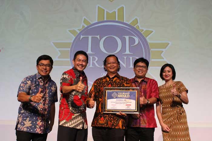 Federal Oil Raih Top Brand Award Untuk Kelima Kalinya Secara Berturut-turut