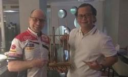 Pimpinan MPM Lubricants Tiba di Losail, Berikan Cendera Mata Pada Gresini Racing