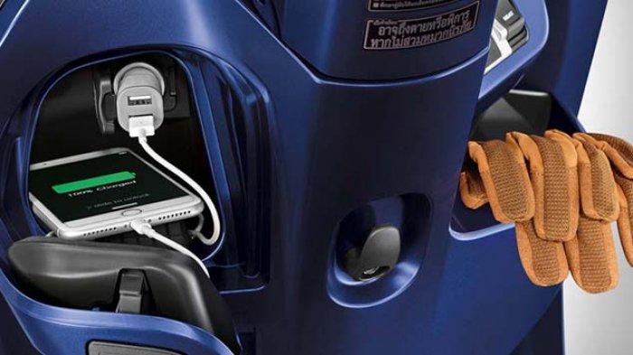 Begini Cara Mengecas Hape yang Benar pada All New Honda Scoopy