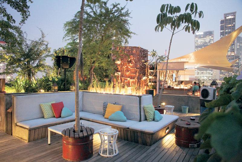 Awan Lounge, Tak Hanya Sediakan Kuliner Lezat, Tapi Juga Suasana Yang Ajib