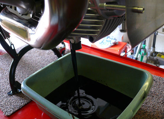 Cara Mengenali Oli Motor Palsu