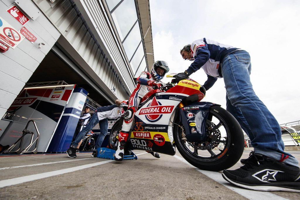 Moto2 Silverstone, Jorge Navarro Kuasai Lintasan Kering