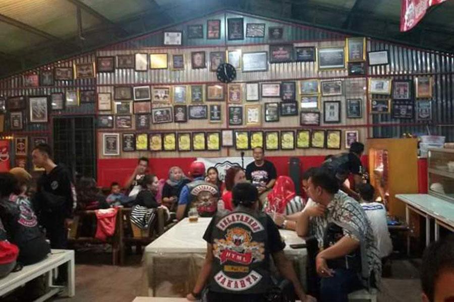 Waroeng Brothers Tempat Nongkrong Asik di Jakarta Selatan