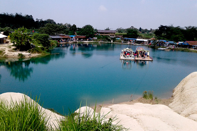 Danau Biru Cisoka Tempat Wisata Di Tengah Kampung