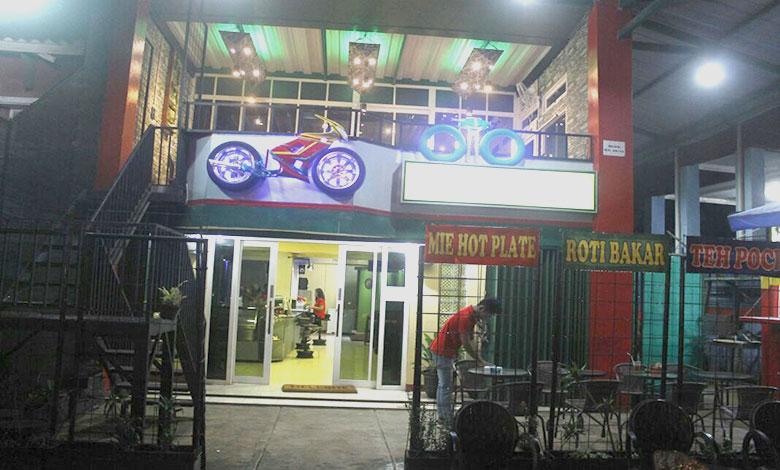 Oto Cafe, Tempat Kongkow Bareng Gebetan Bernuansa Otomotif