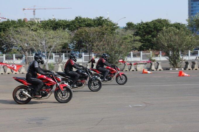 Begini Cara Melakukan Pengereman Sepeda Motor Dengan Baik