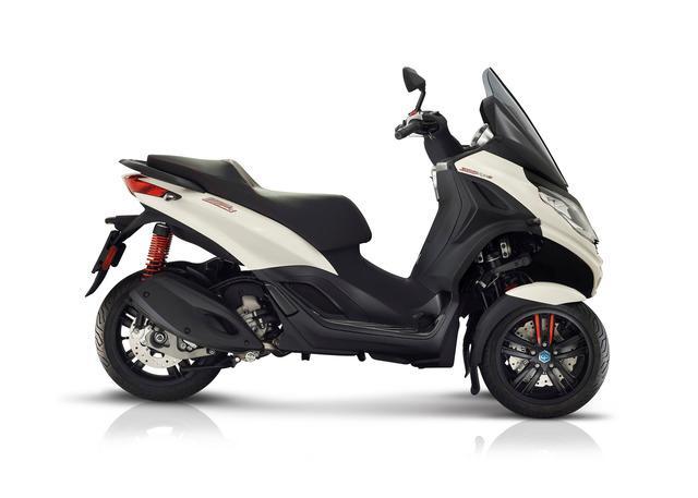 Piaggio MP3 300 hpe Motor Tiga Roda yang Lincah dan Agresif