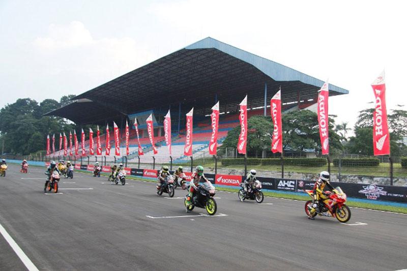 Bikers Honda Uji Kemampuan Balap di CBR Race Day 2018