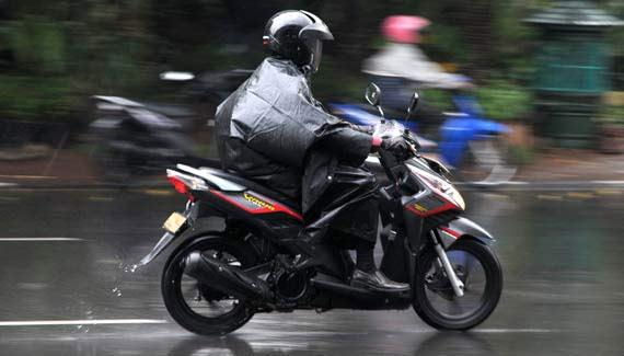 Jangan Asal Isi Angin Ban, Cek Tekanan Angin Ban Saat Musim Hujan