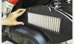 Gak Harus ke Bengkel, Begini Cara Membersihkan Filter Udara Motor Matik