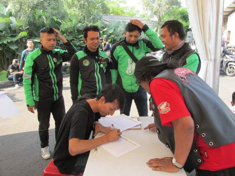 300 Bikers Bandung Antusias Ganti Oli Gratis Federal Oil