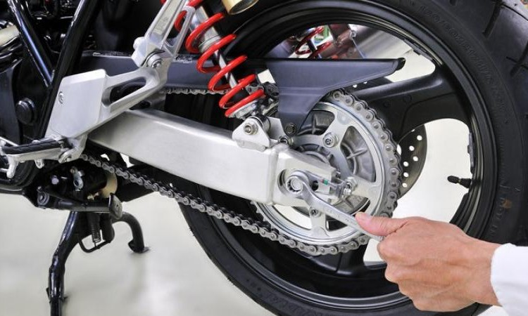Sistem Membersihkan Rantai Motor Yang Benar