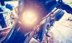 Kamu Harus Tahu Kenapa Lampu Motor Harus Menyala Siang