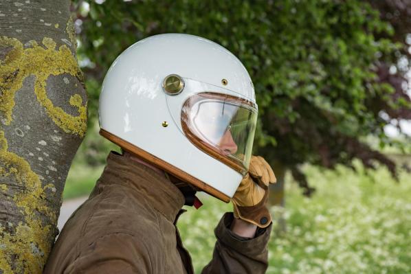 Selain Melanggar, Ini Bahaya Tidak Pakai Helm