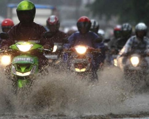 Musim Hujan Jangan Asal Berkendara