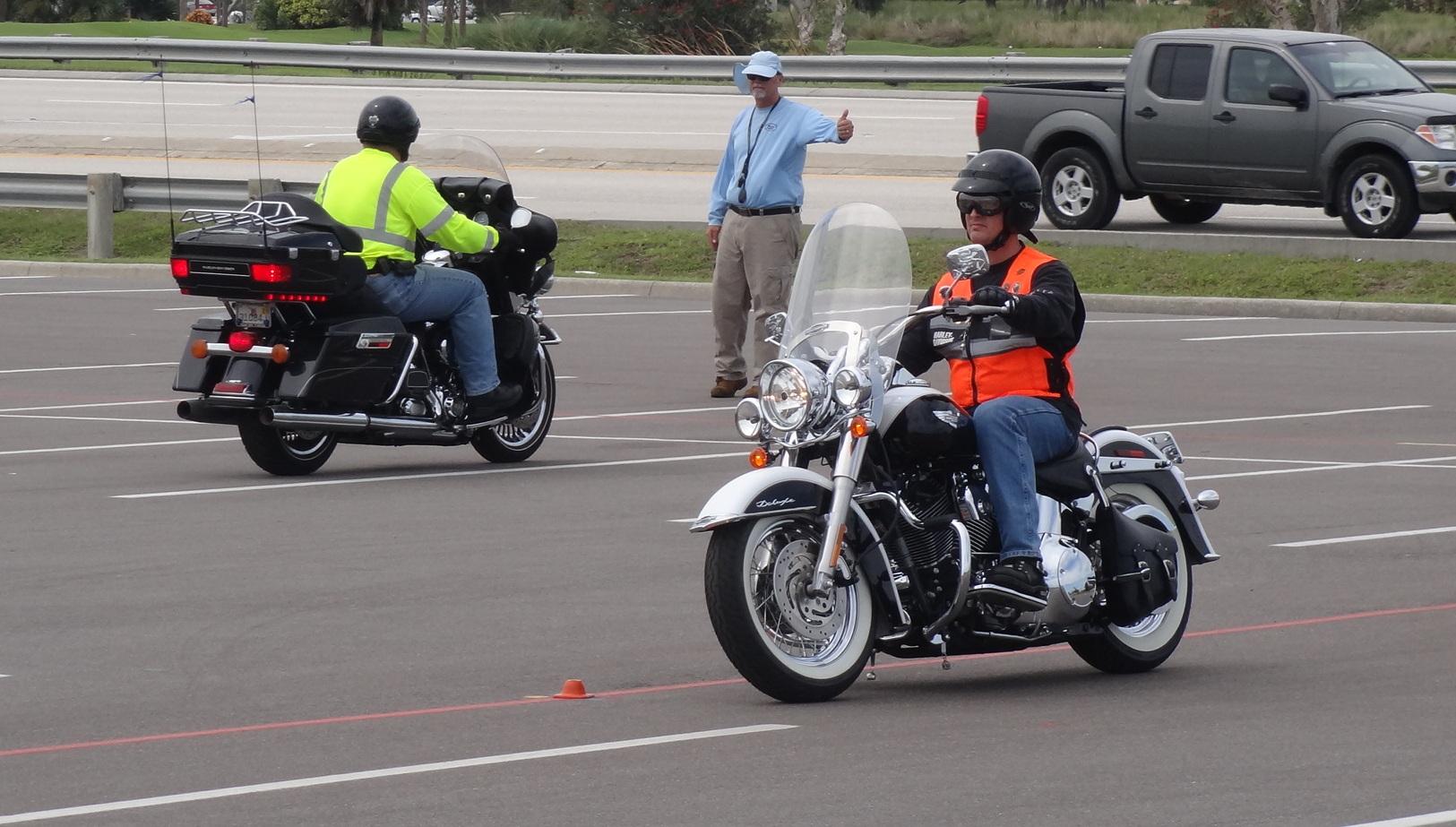 Tips Safety Riding, Cara Aman Saat Akan Berkendara