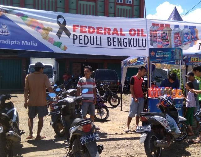 Pasca Banjir, Federal Oil Berikan Bantuan Bagi Pemotor di Bengkulu