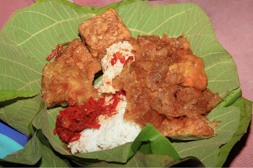 Berbalut Daun Jati, Nasi Jamblang Jadi Kuliner Wajib dicoba Saat ke Cirebon