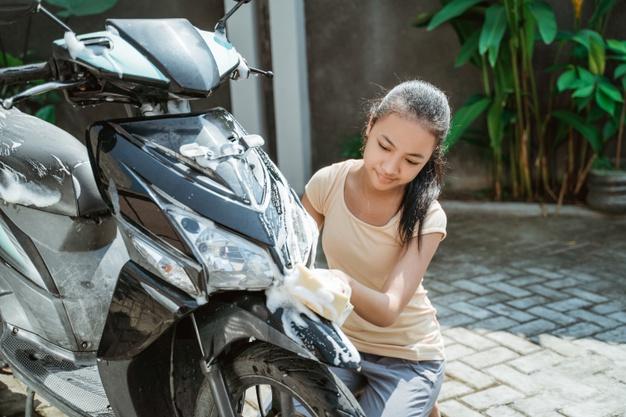 Begini Cara Mencuci Motor supaya Tidak Merusak Cat Bodi