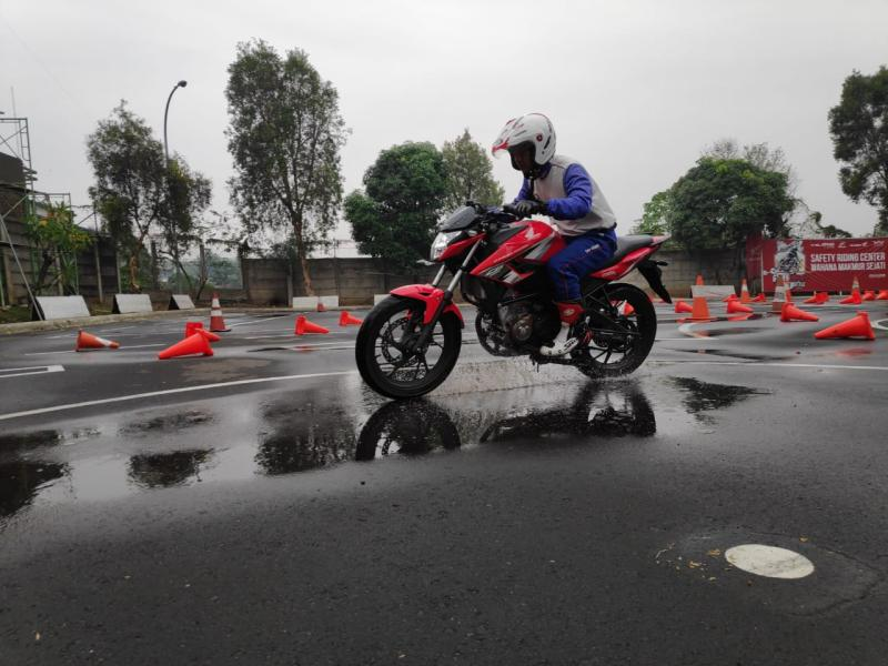 Solusi Berkendara Cerdas di Musim Hujan