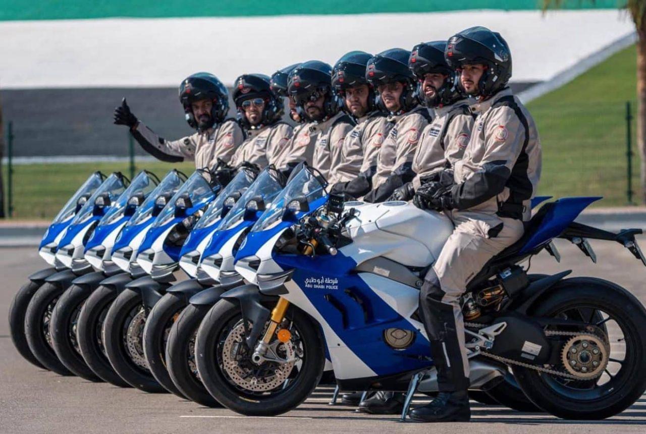 Polisi Abu Dhabi Pakai Motor Ducati Panigale V4 Buat Dinas
