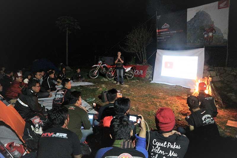 Komunitas Motor Honda Ngecamp Sambil Bejalar Jadi Jurnalis