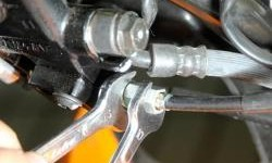 Begini Cara Setel Combi Brake System Sendiri