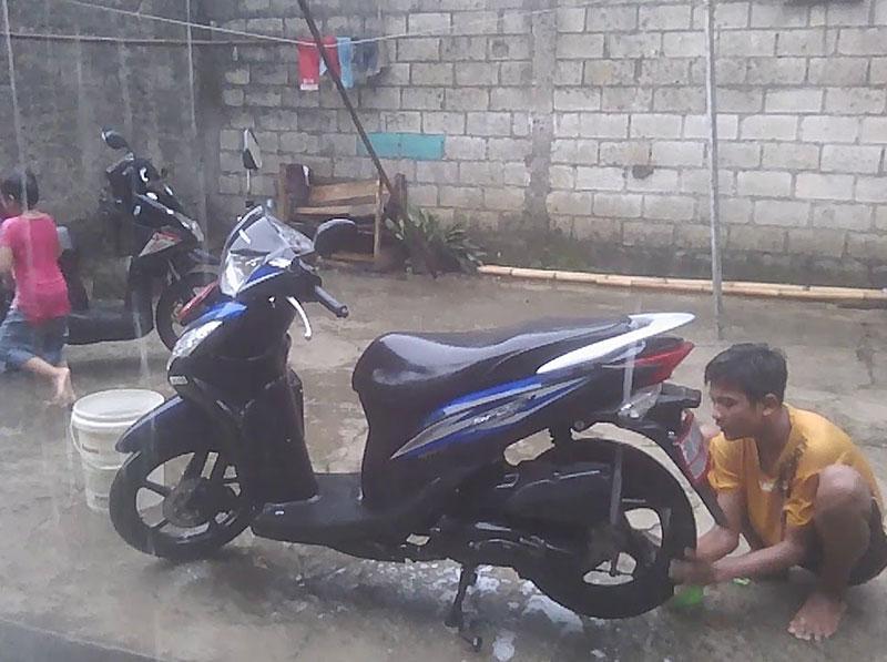 Efek Buruk Jika Malas Cuci Motor Saat Musim Hujan