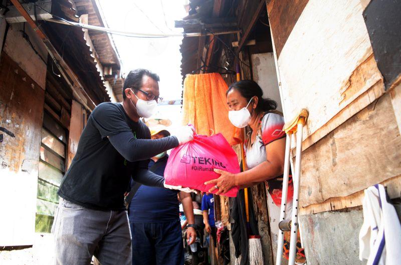 Ringankan Beban Masyarakat, Tekiro Tools Bagikan Ribuan Paket Sembako