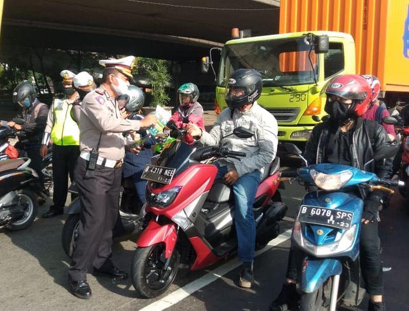 Wahana Honda Ajak Pengendara Motor Tertib Dan Gunakan Masker Selama PSBB